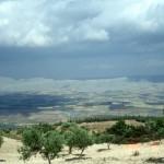 منظر باتجاه الشرق عبر وادي العاصي من فوق جسر الشغور